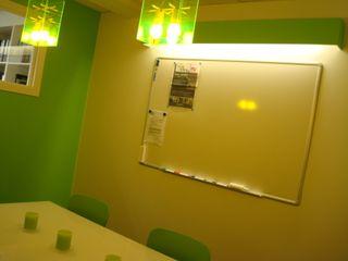 Aménagement d'une grange en bureaux et salle de réunions SoDa créations pétillantes Espaces de bureaux modernes