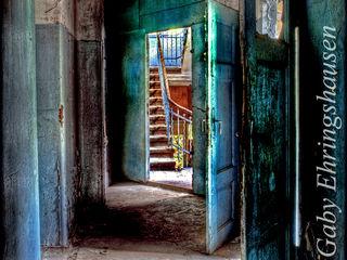 blaue Türen Gaby Ehringshausen Ausgefallener Flur, Diele & Treppenhaus