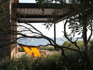 Véronique Desmit Balcone, Veranda & Terrazza in stile moderno