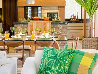 Residência MV praia Maria Christina Rinaldi Arquitetos 餐廳