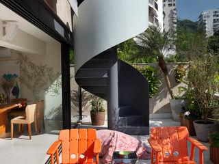 Escala Arquitetura Eclectic style balcony, veranda & terrace