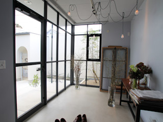 Sakurayama-Architect-Design Nowoczesne domowe biuro i gabinet