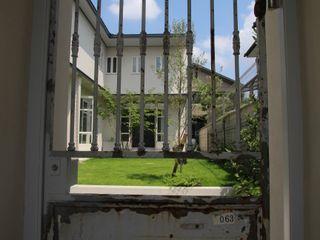 Sakurayama-Architect-Design Klasyczne okna i drzwi