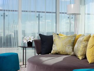 London Docklands penthouse At Home Interior Design Consultants Cambridge Livings modernos: Ideas, imágenes y decoración