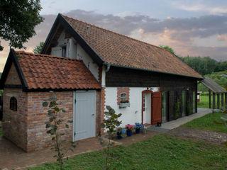 AA s.c. Anatol Kuczyński Anna Kuczyńska Rustikale Häuser