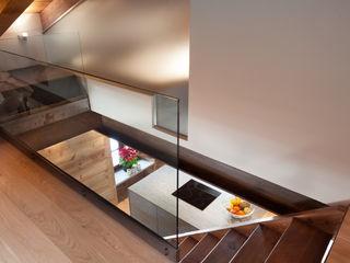 UN CALDO CHALET DI DESIGN archstudiodesign Ingresso, Corridoio & Scale in stile scandinavo