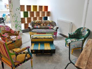 ATELIER D'éco SOLIDAIRE غرفة المعيشةطاولات جانبية و صواني