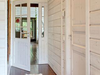 HOUSE HABITAT Modern Corridor, Hallway and Staircase