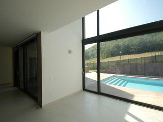 Villa unifamiliare con piscina a Foligno (PG) Fabricamus - Architettura e Ingegneria Soggiorno minimalista Bianco