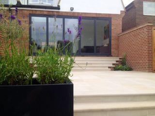 Sandstone paving & steps Paul Newman Landscapes Modern balcony, veranda & terrace
