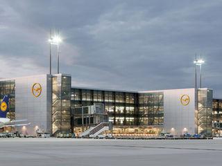 Flughafen Frankfurt Hochbau A-West, 2012 Conceptlicht GmbH Moderne Flughäfen