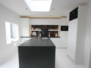Westbourne Grove, Notting Hill, London Kitchen Laura Gompertz Interiors Ltd Cocinas de estilo minimalista Azulejos Blanco