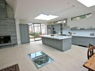 Brancaster, North Norfolk Kitchen Laura Gompertz Interiors Ltd Cocinas de estilo clásico Cuarzo Gris