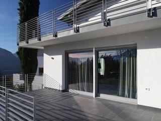 RESIDENZA NEL PARCO luca pedrotti architetto Case moderne