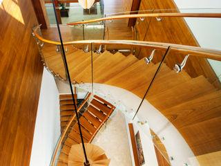 Meera House Guz Architects Pasillos, vestíbulos y escaleras de estilo moderno