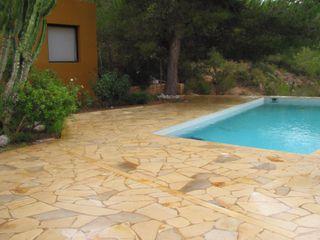 Piscina con Laja irregular Solnhofen Solnhofen Piedra Natural, S.L. Piscinas de estilo mediterráneo