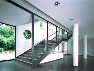 Kirchgemeindehaus Küsnacht HPP Architekten GmbH Moderner Flur, Diele & Treppenhaus