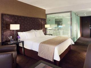 SHERATON LISBON Larforma 臥室床與床頭櫃