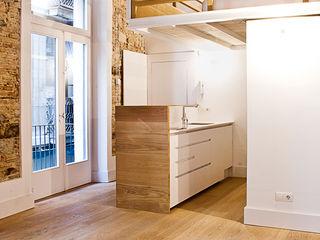 Apartamento en el Born fusina 6 Pasillos, vestíbulos y escaleras de estilo moderno
