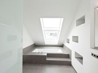 in_design architektur Classic style bathroom