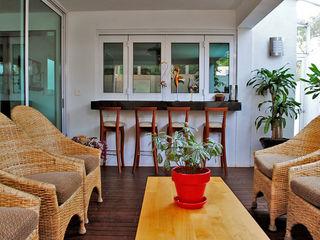 CORTéS Arquitectos Mediterranean style balcony, veranda & terrace