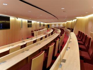 Render 3D y proyecto acabado de un auditorium Realistic-design Oficinas y tiendas de estilo moderno