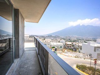 IPE HOUSE P+0 Arquitectura Modern style balcony, porch & terrace