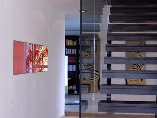 Einfamilienhaus in Allershausen Herzog-Architektur Moderner Flur, Diele & Treppenhaus