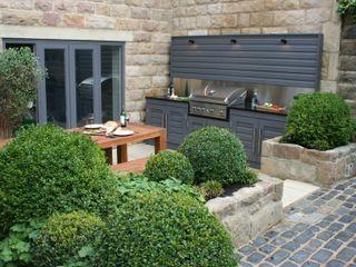 Urban Courtyard for Entertaining Bestall & Co Landscape Design Ltd Modern Garden