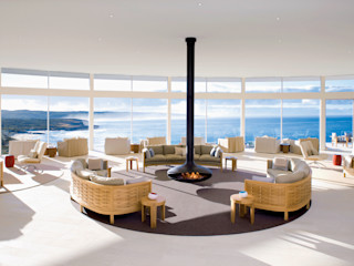 homify Living roomFireplaces & accessories