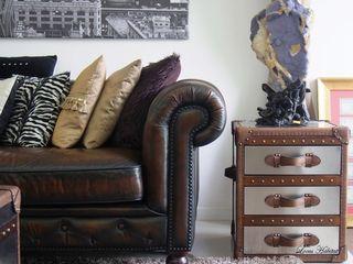 Chesterfield Sofa & Leather Furniture from Locus Habitat Locus Habitat 客廳沙發與扶手椅