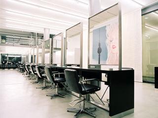 IOX Architekten GmbH Spazi commerciali moderni