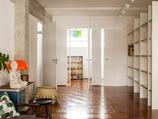 Mauricio Arruda Design Eclectic style corridor, hallway & stairs
