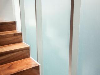 Detalle de Escalera. TaAG Arquitectura Casas modernas: Ideas, imágenes y decoración