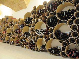 Esigo 8, un grappolo colorato che accoglie il tuo vino Esigo SRL Negozi & Locali Commerciali Carta Rosso