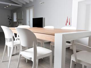 HP Interior srl Modern dining room