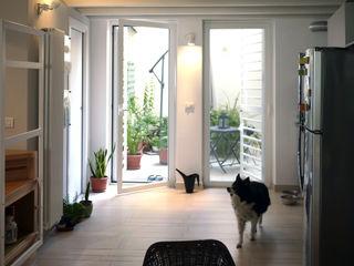 Nicola Sacco Architetto Puertas y ventanas de estilo industrial