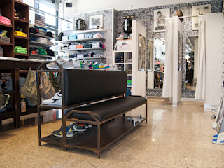 RI-NOVO Rustic style offices & stores