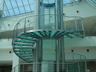 Madras®Flooring, il vetro antiscivolo certificato Vitrealspecchi Spa Complesso d'uffici moderni