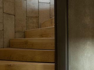 Feering Bury Farm Barn Hudson Architects Industrial style corridor, hallway and stairs
