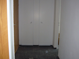 Home Staging - Dachgeschosswohnung in Duisburg raum² - wir machen wohnen Industrialer Flur, Diele & Treppenhaus