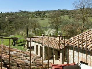 dmesure Mediterranean style balcony, veranda & terrace