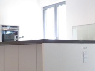 mherweg design Minimalist kitchen