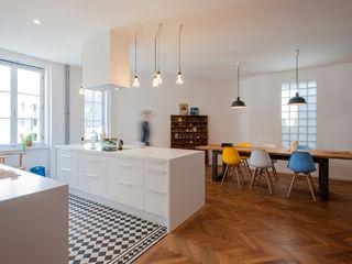 kitchen and dining room INpuls interior design & architecture Cocinas modernas: Ideas, imágenes y decoración