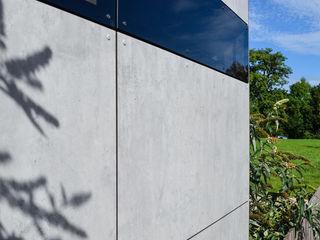 design@garten - Alfred Hart - Design Gartenhaus und Balkonschraenke aus Augsburg Jardin moderne Bois composite Gris