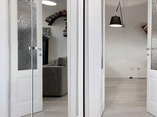 Casa di ringhiera sui Navigli PAZdesign Ingresso, Corridoio & ScaleAccessori & Decorazioni Bianco