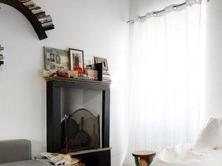 Casa di ringhiera sui Navigli PAZdesign SoggiornoCamini & Accessori