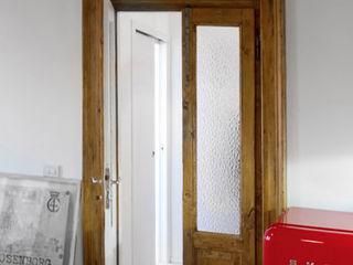 Casa di ringhiera sui Navigli PAZdesign CucinaAccessori & Tessili Rosso