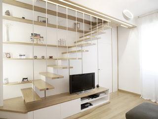 Essenzialmente rovere PAZdesign Ingresso, Corridoio & ScaleScale Legno Bianco