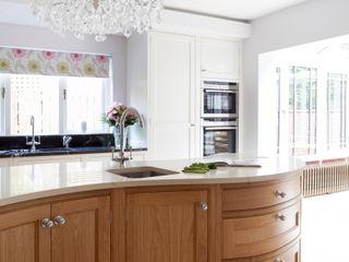 Twisted Kitchen Designer Kitchen by Morgan Cocinas clásicas